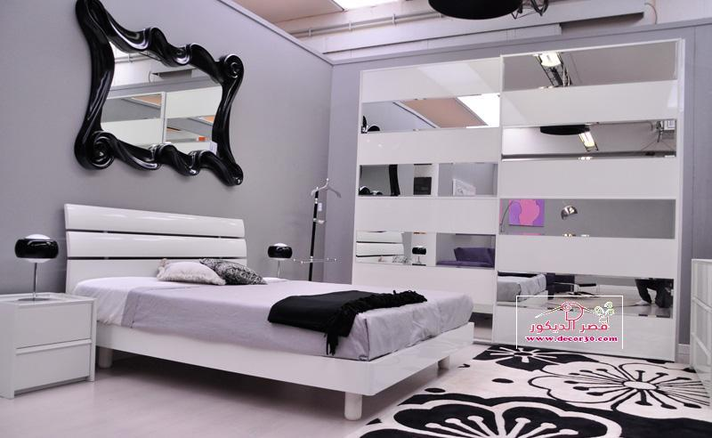 Design of bedrooms for grooms - Camera da letto bianca e viola ...