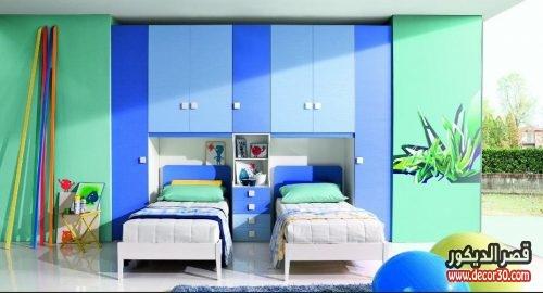 غرف نوم اطفال بسريرين منفصلين ودولاب