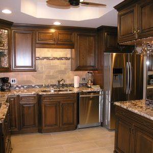 تنظيف المطبخ البني من الدهون