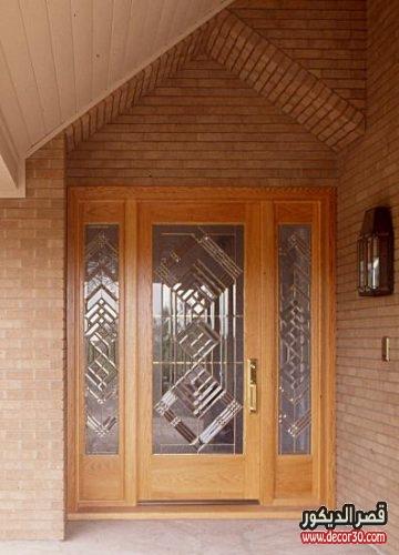 باب منزل خشب منقوش بالزجاج