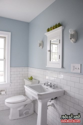 white ceramin bathroom wall