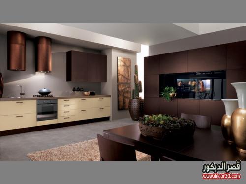 الوان مطابخ الوميتال بني مفتوحة على غرف المعيشة